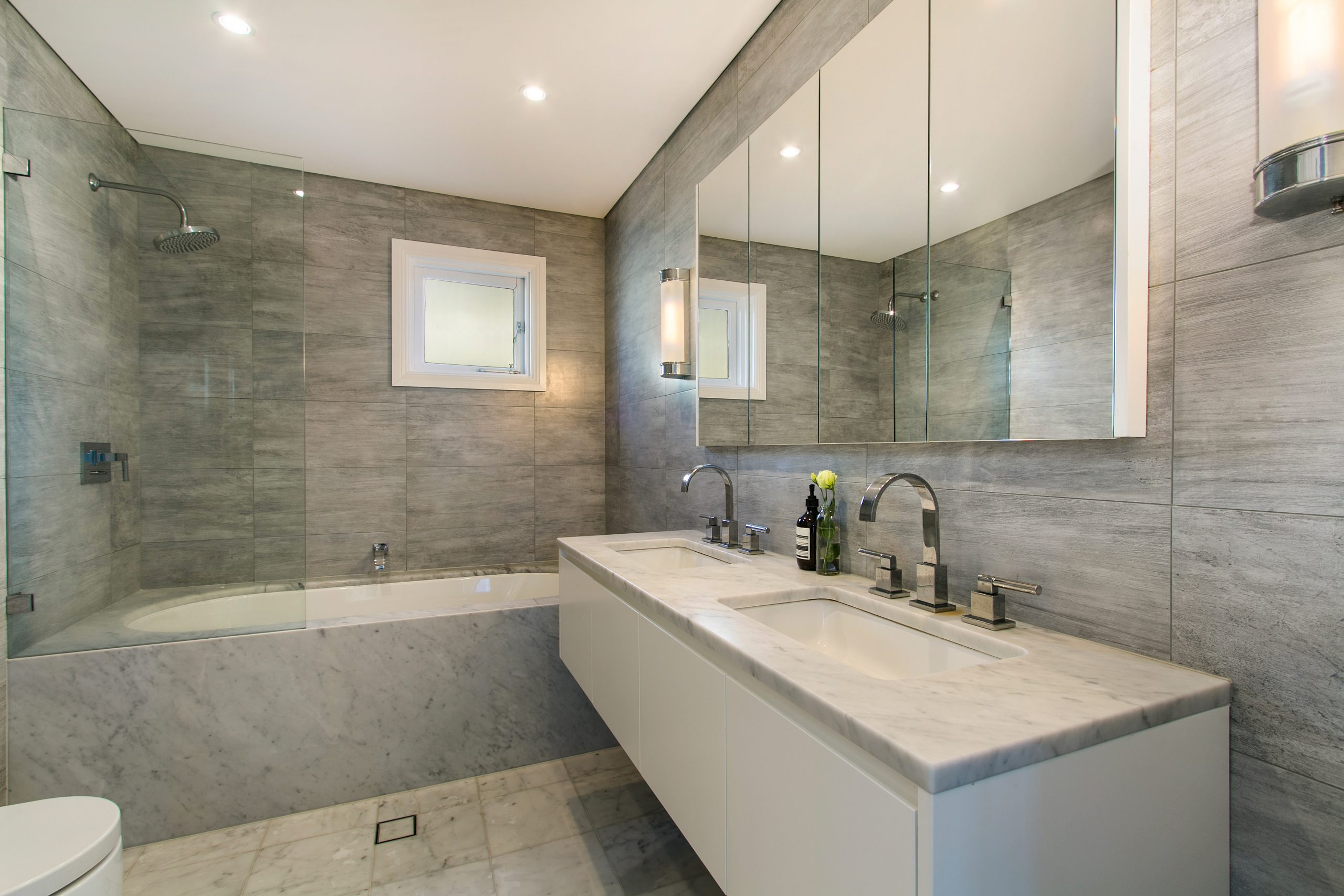 luxury home bathrooms